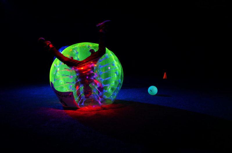 新穎室內運動 / 室內玩樂 荔枝角 Hong Kong hk 香港 玩樂活動 螢光泡泡足球 適合 1 至 40 人