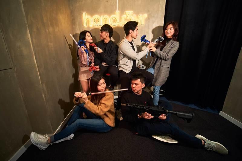 新穎室內運動 / 室內玩樂 銅鑼灣 Hong Kong hk 香港 玩樂活動 銅鑼灣包廂式VR體驗活動 適合 1 至 15 人