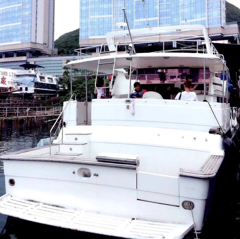 遊艇派對  Hong Kong hk 香港 玩樂活動 43呎 中型遊艇 優遊放鬆好選擇 (26人或以下) 適合 1 至 26 人