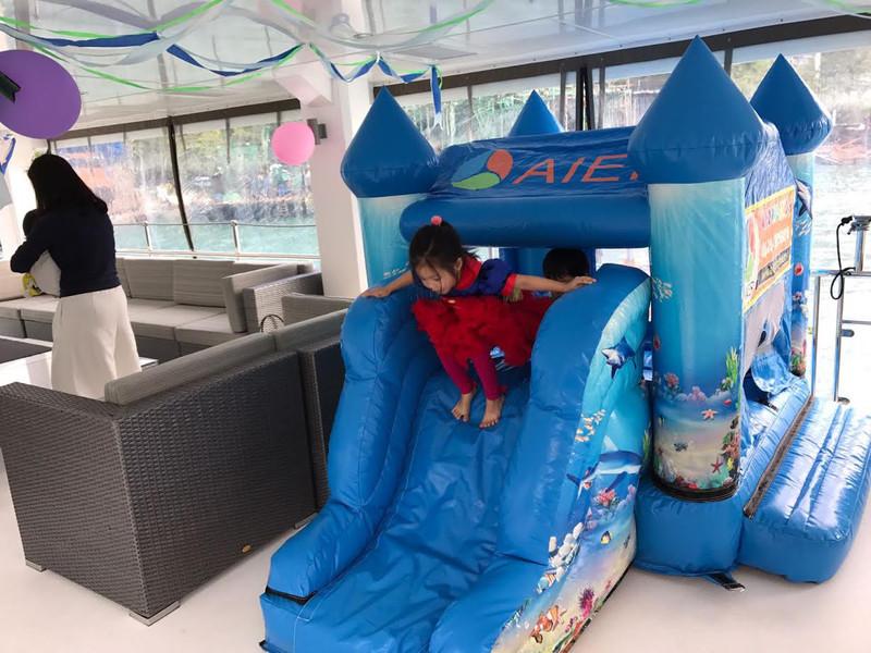 遊艇派對  Hong Kong hk 香港 玩樂活動 65呎大型遊艇 親子船P首選(40人或以下) 適合 1 至 40 人