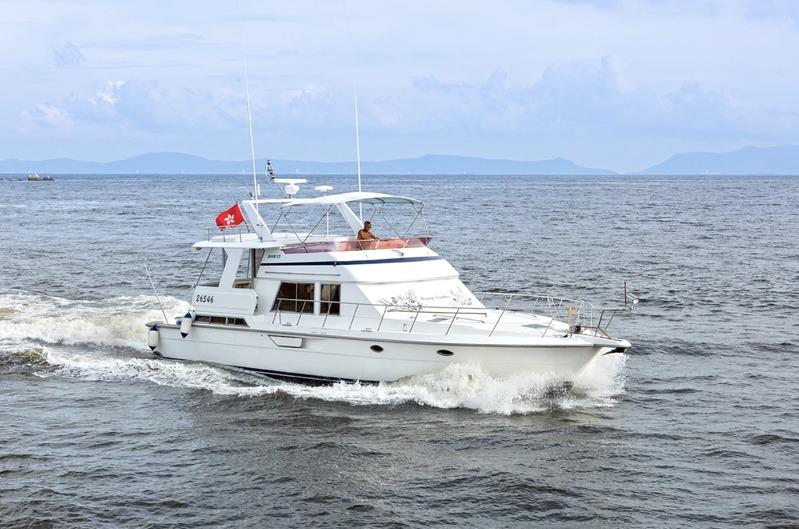 遊艇派對  Hong Kong hk 香港 玩樂活動 53呎中型遊艇 至激水上活動體驗 (33人或以下) 適合 1 至 33 人