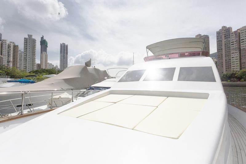 遊艇派對  Hong Kong hk 香港 玩樂活動 72呎大型遊艇 多人大船選擇 (48人或以下) 適合 1 至 48 人