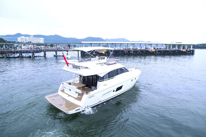 遊艇派對  Hong Kong hk 香港 玩樂活動 46呎小型遊艇 暢玩刺激水上活動 (18人或以下) 適合 1 至 18 人