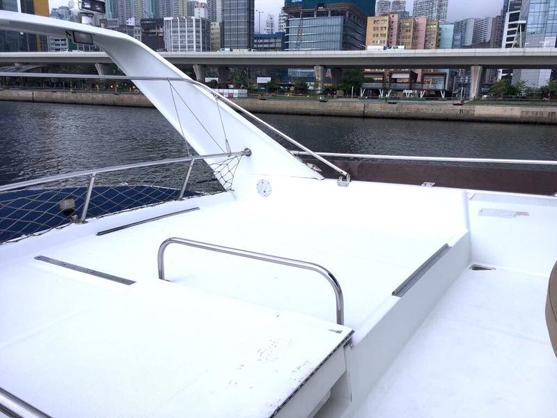 遊艇派對  Hong Kong hk 香港 玩樂活動 63呎中型遊艇 船上燒烤聚會 (20人或以下) 適合 1 至 20 人