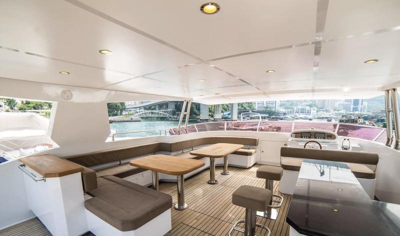 遊艇派對  Hong Kong hk 香港 玩樂活動 85呎巨型遊艇 豪華格調聚會選擇 (57 人或以下) 適合 1 至 57 人