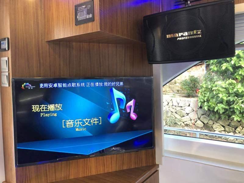 遊艇體驗  Hong Kong hk 香港 玩樂活動 中型遊艇 3D觀魚體驗(24人或以下) 適合 1 至 24 人