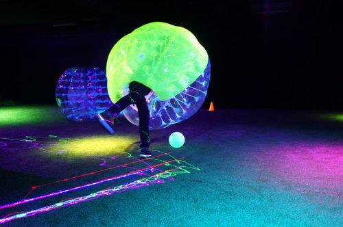 新穎室內運動 / 室內玩樂 荔枝角 Hong Kong hk 香港 玩樂活動 場地 螢光泡泡足球 適合 1 至 40 人