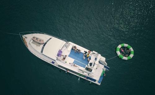 遊艇派對  Hong Kong hk 香港 玩樂活動 場地 58呎大型遊艇 暢玩刺激水上活動(35人或以下) 適合 1 至 35 人