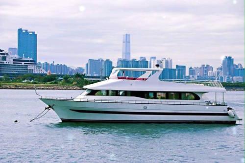 遊艇派對  Hong Kong hk 香港 玩樂活動 場地 83呎巨型遊艇 船上BBQ玩樂體驗(55人或以下) 適合 1 至 55 人
