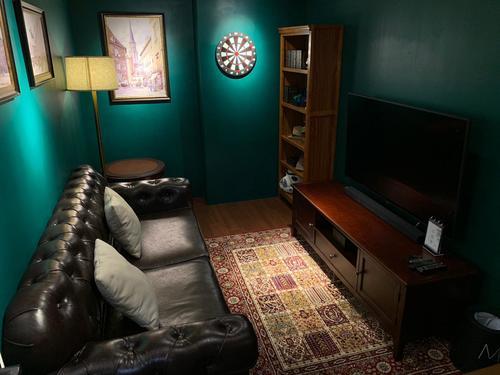Party Room 銅鑼灣 Hong Kong hk 香港 玩樂活動 場地 小房舍 Little Rooms - The Kingsman 主題房 適合 2 至 6 人
