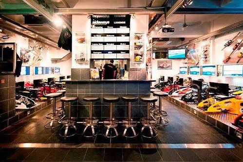 新穎室內運動 / 室內玩樂 中環 Hong Kong hk 香港 玩樂活動 場地 Sideways Driving Club 專業模擬賽車 適合 0 至 100 人